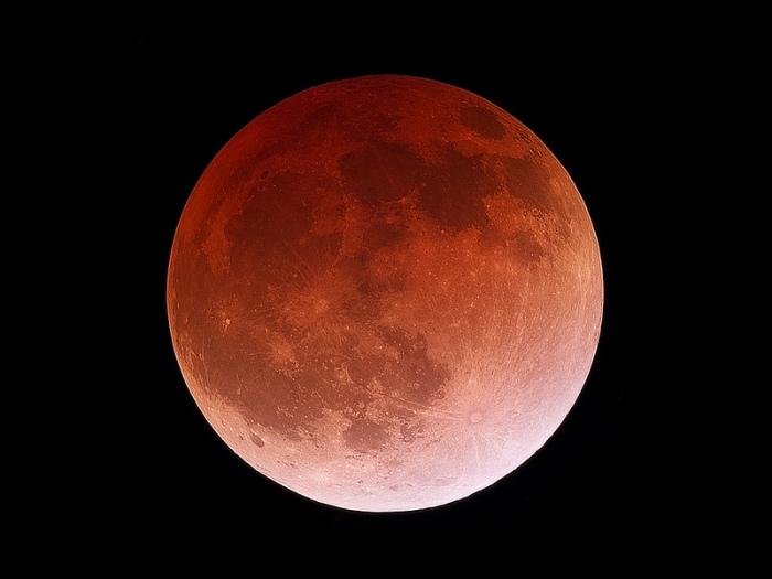 Un eclipse lunar de abril del 2014. Imagen vía 'Sky and Telescope'.