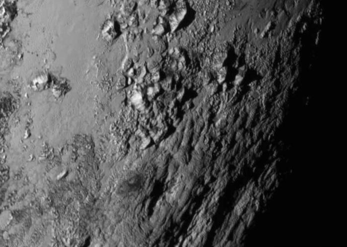 Zoom de la superficie de Plutón. Vía NASA.