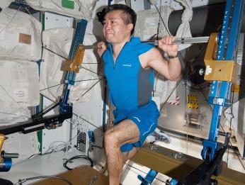 Resultado de imagen para Un astronauta se ejercita,  Imagen: NASA.